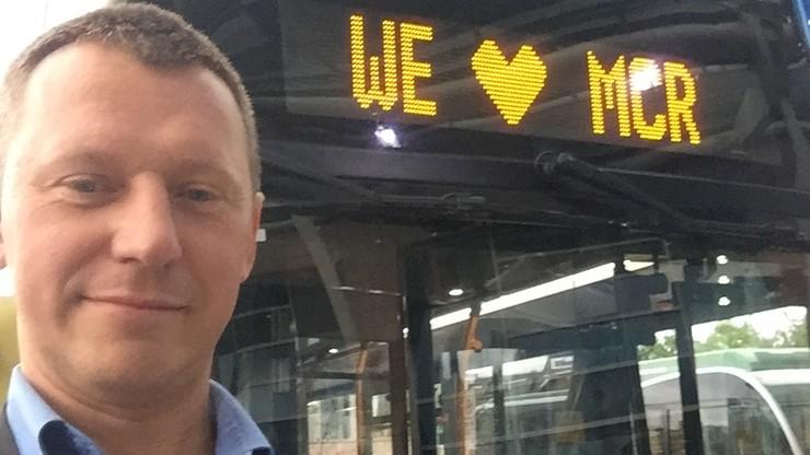 2017-05-28 Autobusy z napisem We love Manchester po zamachu na koncercie