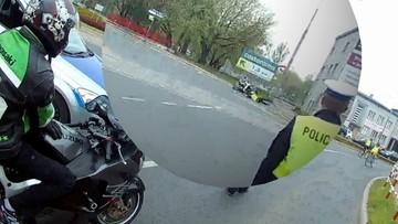 05-05-2017 10:20 Motocyklista potrącił policjanta i uciekł. Komenda publikuje film