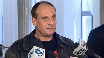 25-03-2016 20:17 Kukiz ukarany za wpisy. Od razu komentuje: przepraszam również Angelę Merkel, towarzysza Kwaśniewskiego i gejów