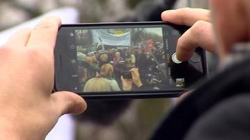 15-12-2016 21:19 #DzieńBezPolityków i zdjęcia posłów bez twarzy. Media protestują przeciwko blokowaniu dostępu do Sejmu