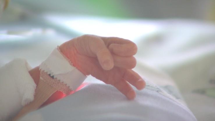 Uratowano dziecko zmarłej kobiety. 55 dni żyło w jej ciele