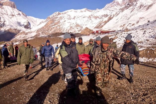 W Himalajach zginęło 24 wspinaczy i przewodników