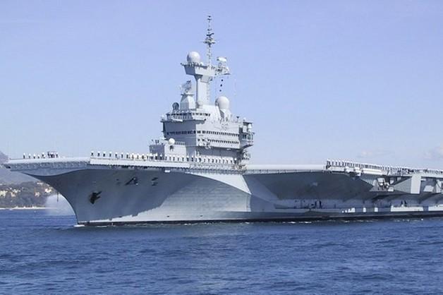 Francja wysyła lotniskowiec na wody Iraku do walki z IS