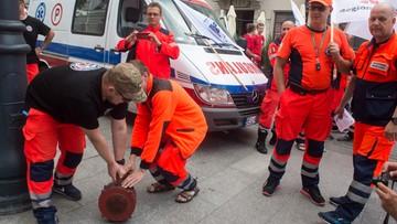 01-07-2017 16:11 Przeważyło poczucie obowiązku. Ratownicy medyczni, w czasie protestu, uratowali życie kobiecie
