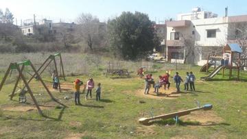 04-04-2017 18:42 Polacy budują place zabaw dla syryjskich uchodźców. Muzułmanie bawią się z chrześcijanami