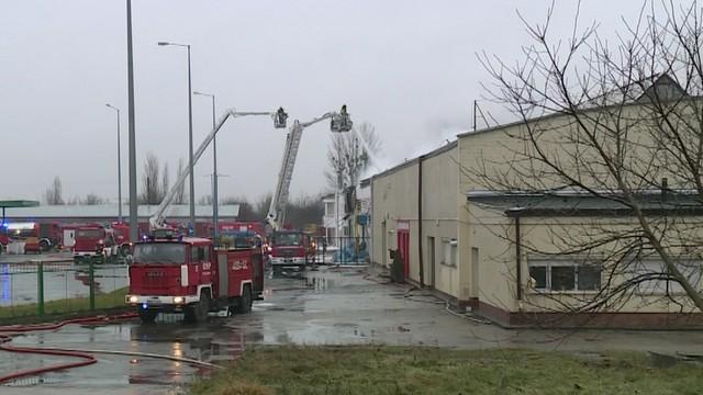 Pożar hali w Radomiu opanowany. Nie ma ofiar, trwa dogaszanie