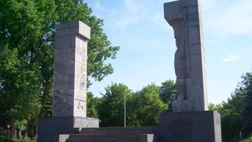 04-10-2016 16:36 Olsztyn: nie będzie dochodzenia ws. pomalowania pomnika wdzięczności Armii Czerwonej