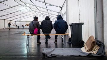 15-01-2016 19:20 Szwajcaria zabiera uchodźcom kosztowności, by pokryć koszty ich utrzymania