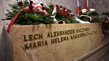 01-11-2016 10:36 Prezydent Duda modlił się przy sarkofagu Lecha i Marii Kaczyńskich