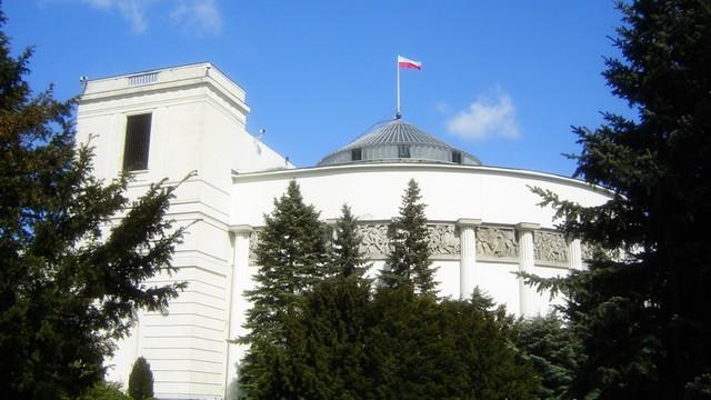 Sejm: Komisja pozytywnie o budżecie obronnym na 2016 r.