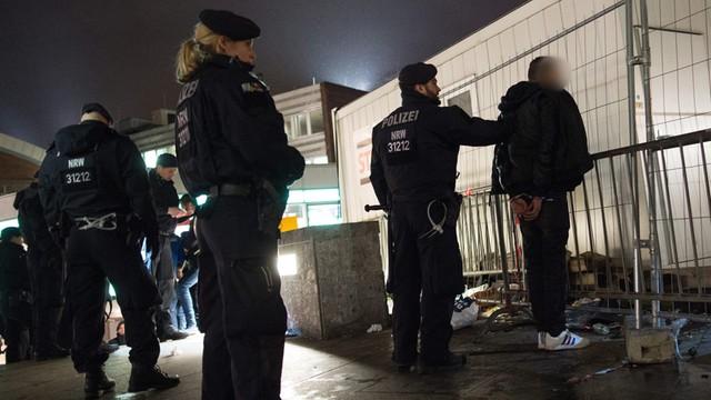 Szef niemieckiego MSW: Nie wolno ukrywać pochodzenia sprawców przestępstw