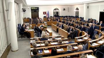 20-12-2016 21:19 Senat bez poprawek przyjął tzw. ustawę dezubekizacyjną