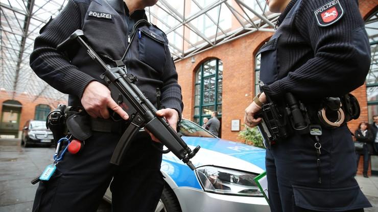 Niemcy: zatrzymano trzy osoby związane z zamachami w Paryżu