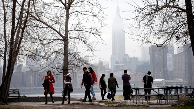 USA: W Nowym Jorku rekord temperatury, na zachodzie śnieżyce i ulewy