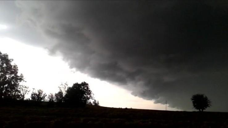 Wał burzowy sfilmowany w okolicach Grudziądza (woj. kujawsko-pomorskie)