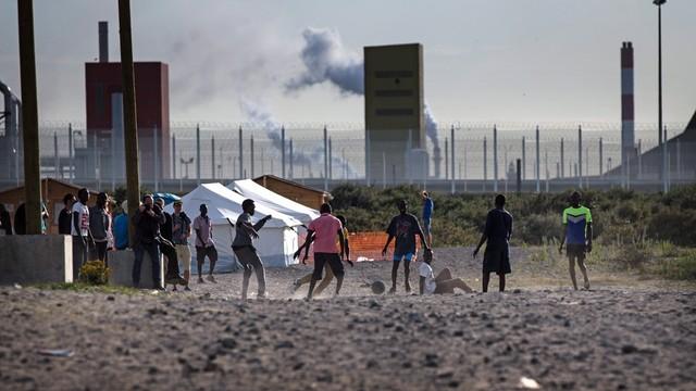 Francja: Już ponad 9 tys. migrantów w dżungli w Calais