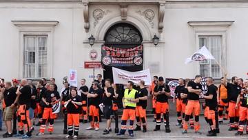 30-06-2017 12:58 Protest ratowników medycznych w całej Polsce. Domagają się podwyżek