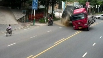 24-05-2016 13:35 Motocyklista cudem uniknął śmierci. Ogromne szczęście kierowcy