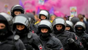 02-12-2017 13:41 Starcie protestantów z policjantami przed zjazdem AfD. Użyto armatek wodnych