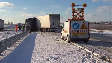 05-01-2017 13:45 Przywrócono ruch na autostradzie A2. Trudne warunki na drogach