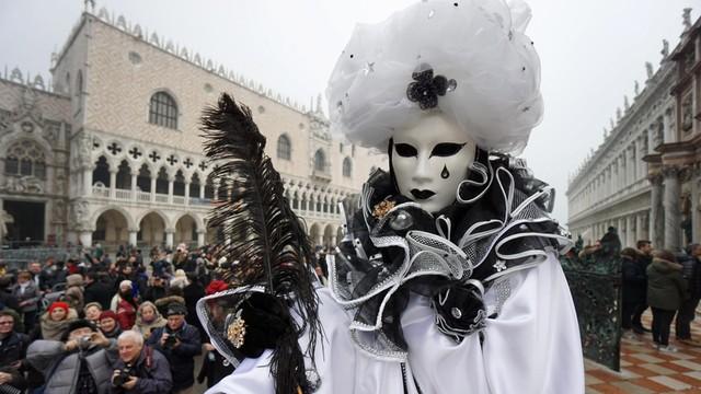 70 tysięcy osób na karnawale w Wenecji