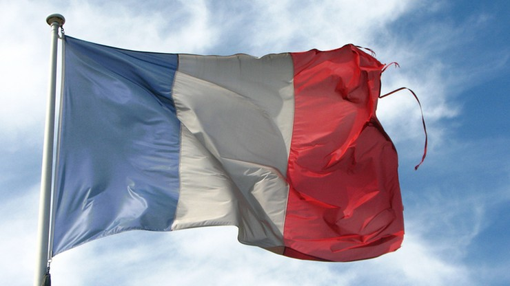 """Zdewastowany pomnik de Gaulle'a w Calais. """"Pie…lić Francję!"""""""