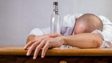 06-04-2016 17:58 Indie: zakaz sprzedaży i picia alkoholu obejmie ponad 100 mln osób