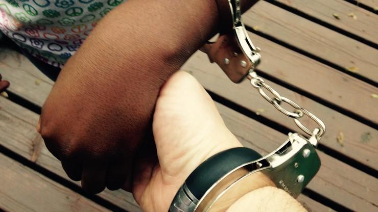 Kajdanki zamiast obrączek. Austriacka policja udaremniła dwa fikcyjne małżeństwa