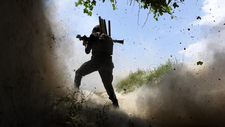 Dziesięć ofiar śmiertelnych ataku na bazę wojsk rządowych w Afganistanie