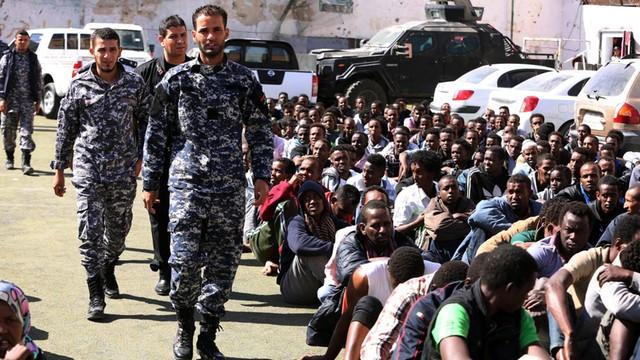 Chcieli przepłynąć Morze Śródziemne i dotrzeć do Europy. 400 imigrantów zatrzymanych