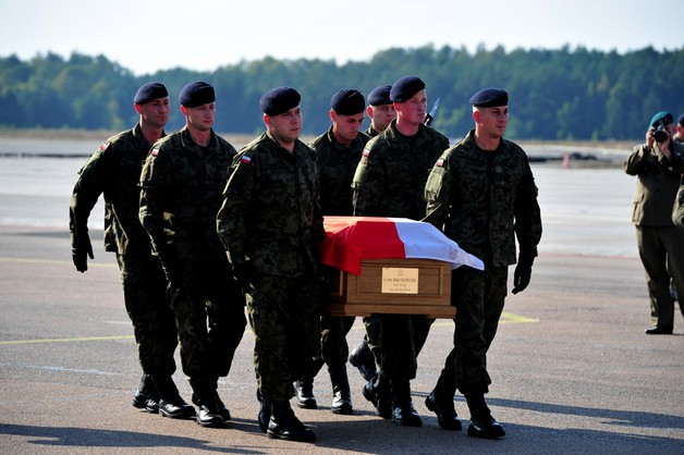 Ciało zabitego w Afganistanie polskiego żołnierza jest już w kraju