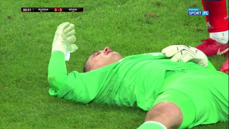 2017-11-14 Hiszpan znokautował rosyjskiego bramkarza potwornym kolanem w twarz