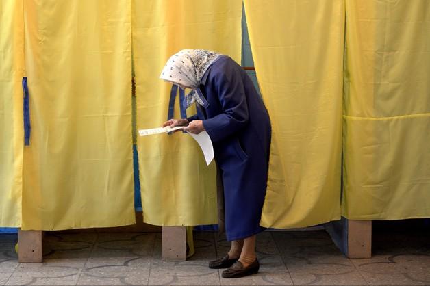 Ukraina: minimalna przewaga Frontu Ludowego Jaceniuka