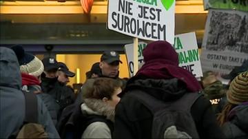 Ekolodzy blokują siedzibę Lasów Państwowych w Warszawie