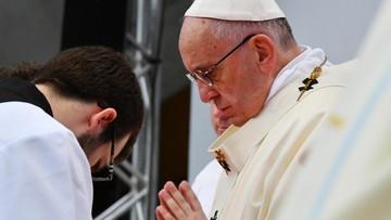 """01-11-2016 12:37 """"Obchodzimy święto świętości"""". Papież odprawił mszę na stadionie w Malmoe"""