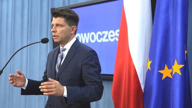 Petru: proponowanie nowych unijnych traktatów to osłabianie Polski