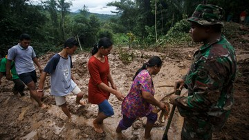 19-06-2016 17:08 Indonezja: powodzie na Jawie, dziesiątki ofiar śmiertelnych