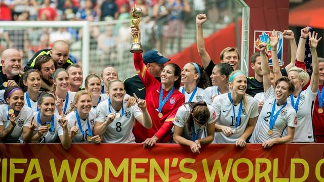 Działacze FIFA wygwizdani na mundialu kobiet