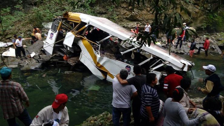Wypadek autokaru z piłkarzami w Meksyku. Co najmniej 20 ofiar