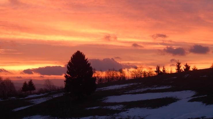 2017-02-28 Wschód słońca w Kamieńczyku w Górach Bystrzyckich