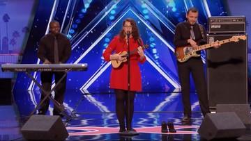 12-06-2017 17:17 Niesłysząca dziewczyna śpiewem oczarowała jurorów. Publiczność we łzach, występ hitem internetu
