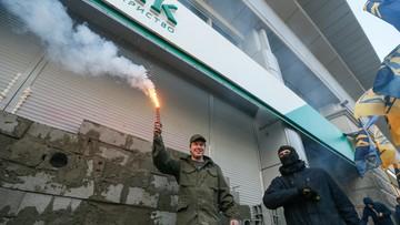 13-03-2017 20:07 #RUSBANKOVER. Nacjonaliści ukraińscy zamurowali rosyjski bank w Kijowie