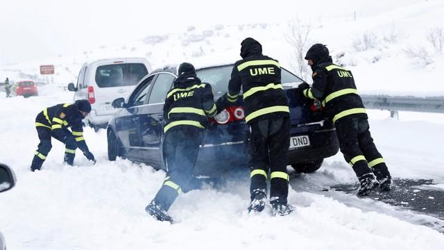 Hiszpania: śnieżyce sparaliżowały ruch na ok. 90 drogach