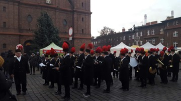 2016-12-04 Barbórka w Katowicach Nikiszowcu. Tradycyjna muzyczna pobudka