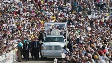 Papież w Meksyku: wolę rodzinę poranioną i zmęczoną od narcyzów z obsesją luksusu