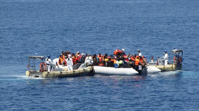 Zatonął statek z migrantami na Morzu Śródziemnym; dziesiątki zaginionych