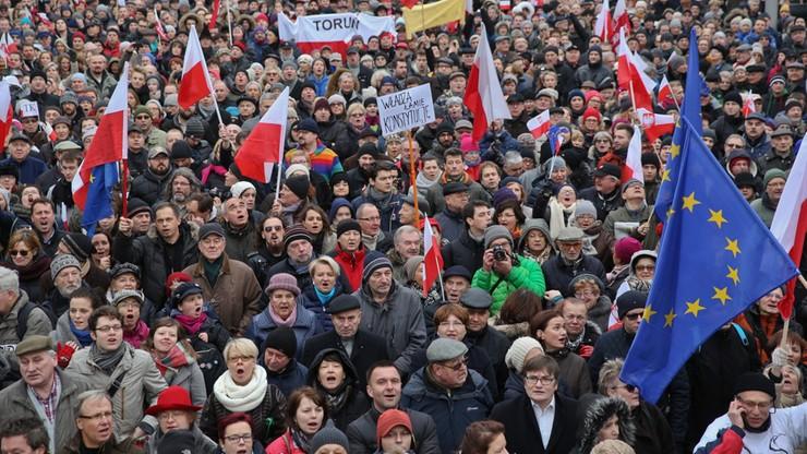 """Polacy tłumnie wyszli w weekend na ulice. """"Zabrakło treści. To był stracony czas"""""""