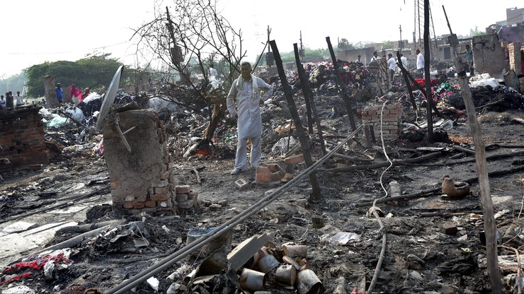 Ogromny pożar slumsów w dawnej stolicy Indii. Zostały tylko zgliszcza