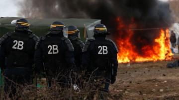 23-05-2017 19:45 Francja: imigranci zablokowali dojazd do Calais. Zranili czeskiego kierowcę