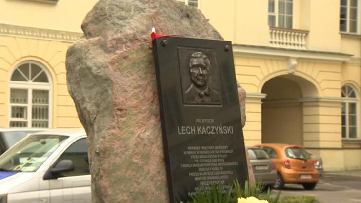 Głaz upamiętniający Lecha Kaczyńskiego pod lupą stołecznego konserwatora zabytków